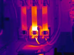 Thermal anomaly at fuse clip